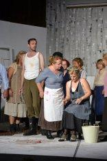 Chor mit Giannetta (Katharina Wittmann).