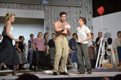 Giannetta (Katharina Wittmann), Belcore (Stephen Barchi) und Adina (Doris S. Langara) Finale 1. Akt